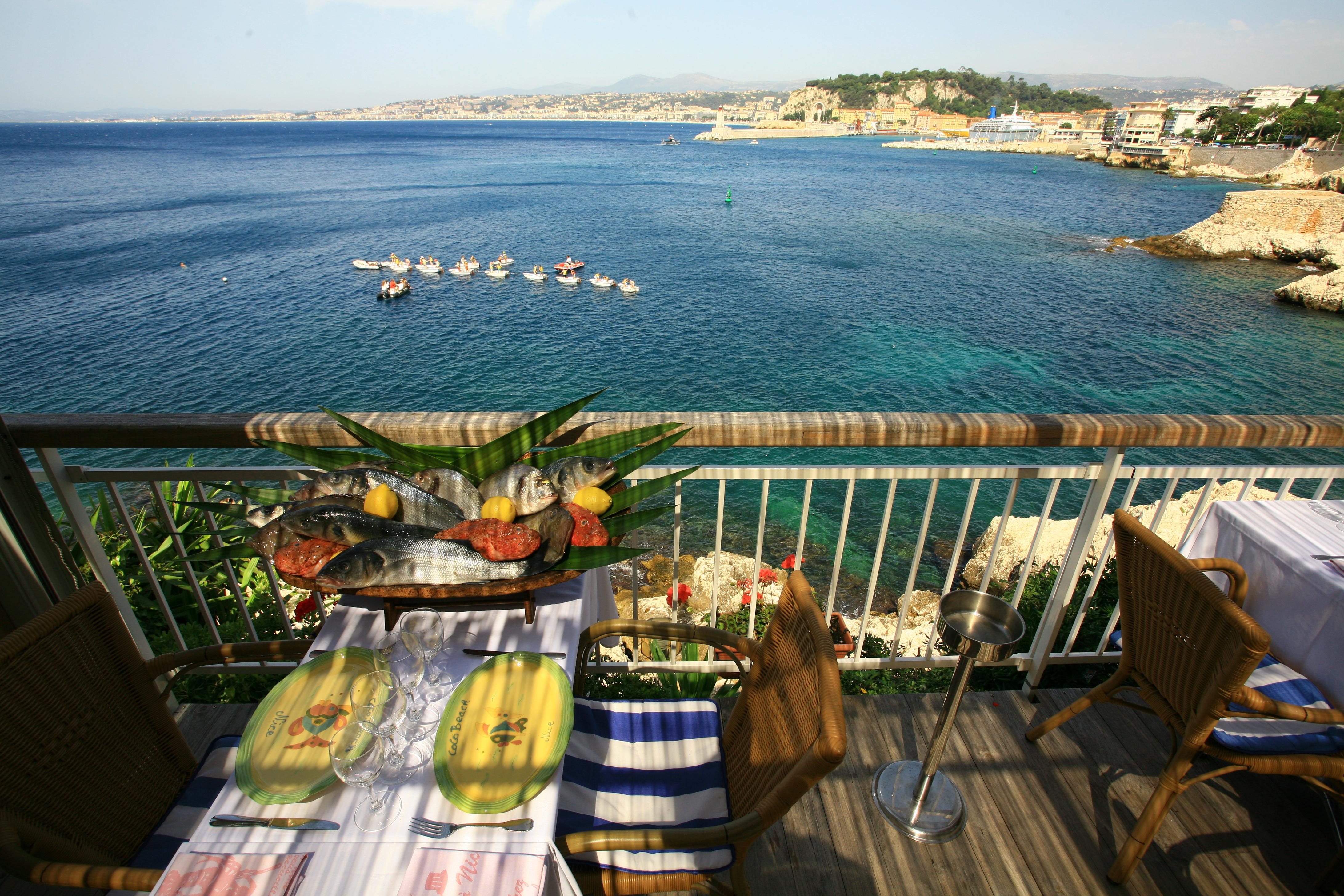 Cuisine ni oise et vue sur la mer for Restaurant cuisine nicoise nice
